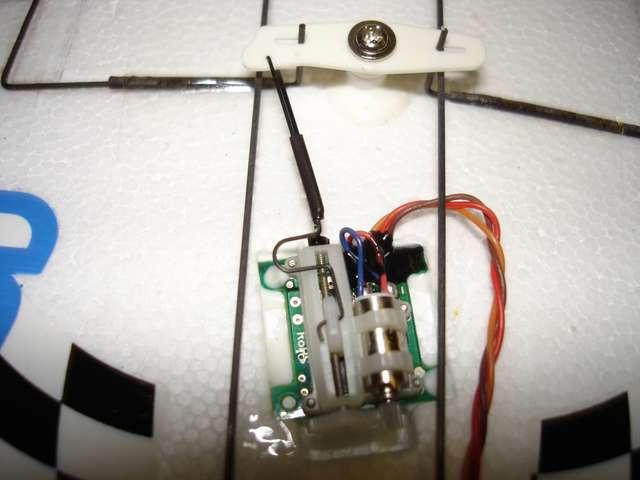 Roce de cables con el pushrod del timón.
